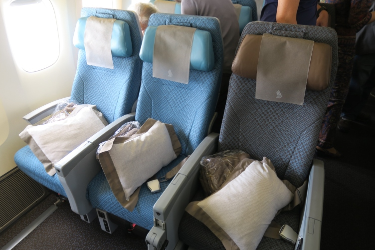singapore airlines 777 300er economy review
